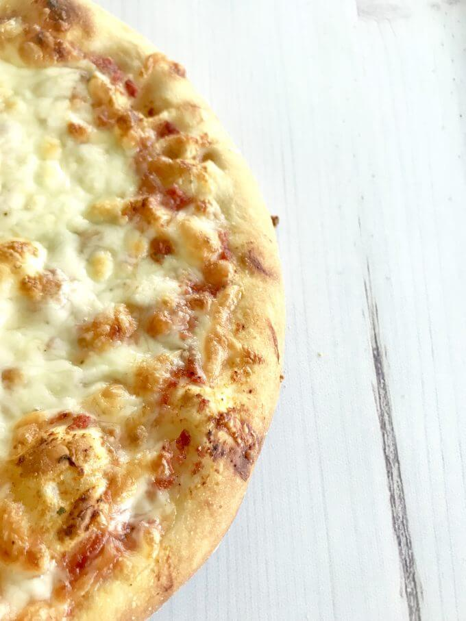 baked cheese pizza