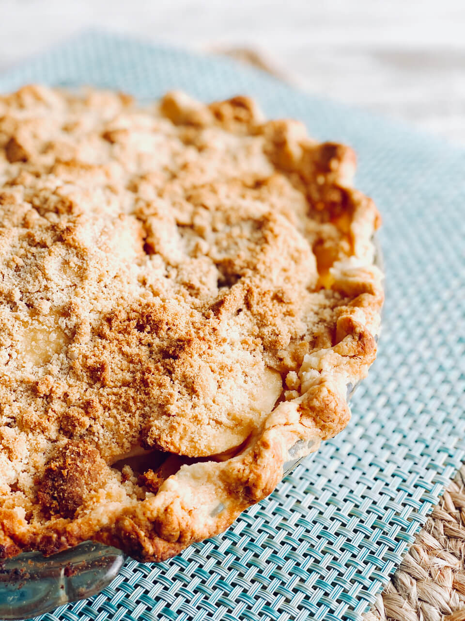 whole traditional dutch apple pie